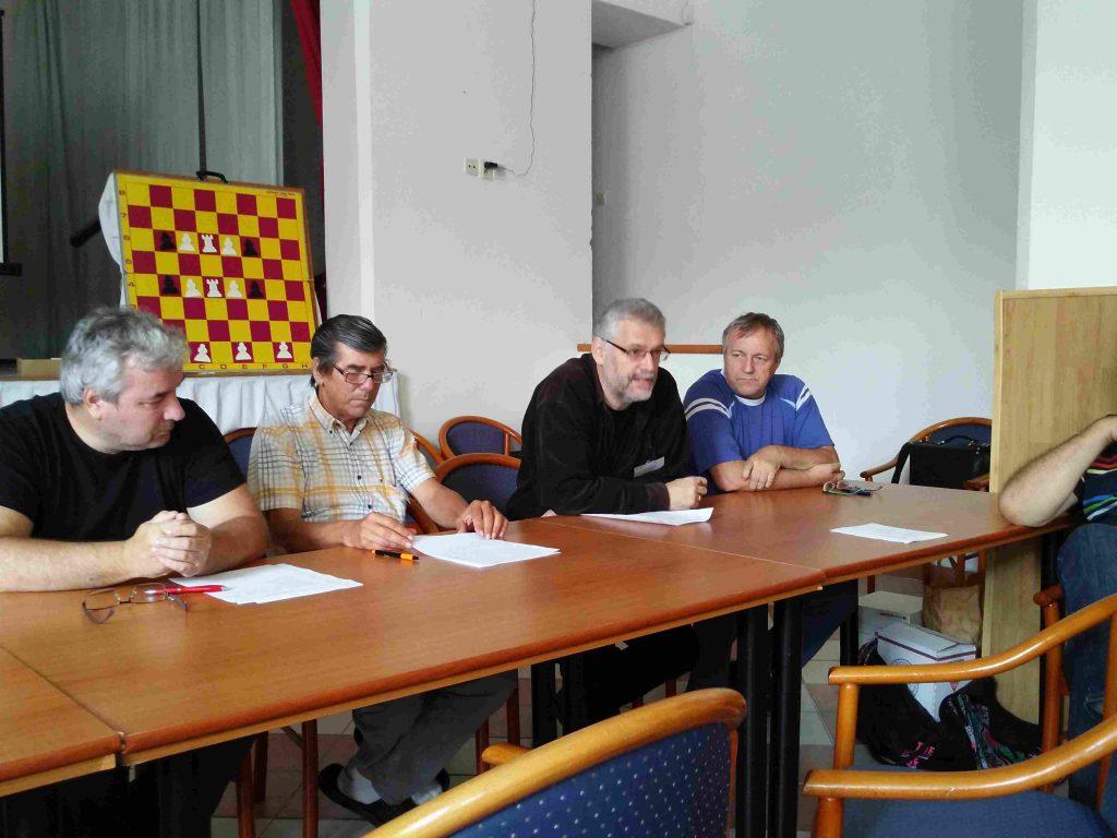 Marek Kolčák referuje o riešiteľských súťažiach
